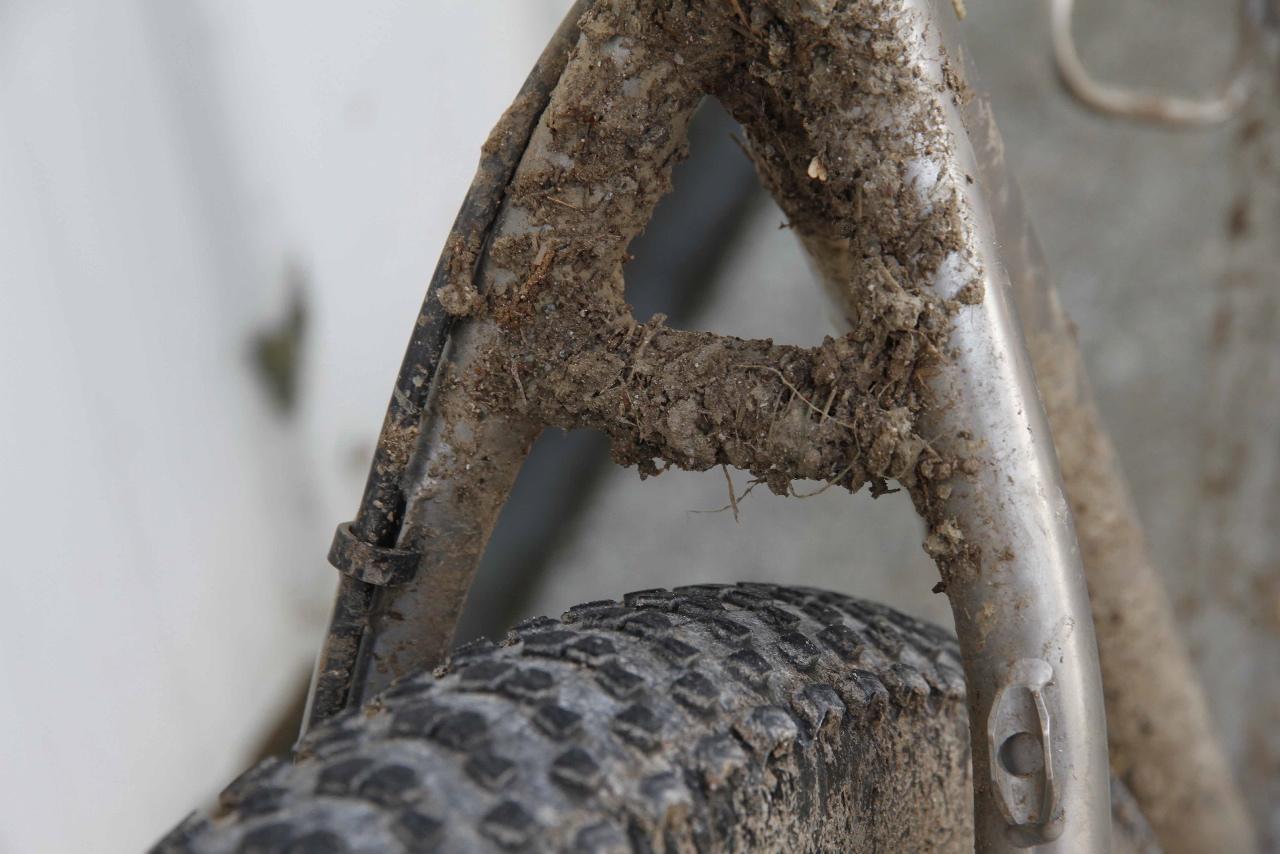 Ample rear wheel tire clearance